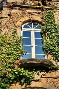 window-587606_640
